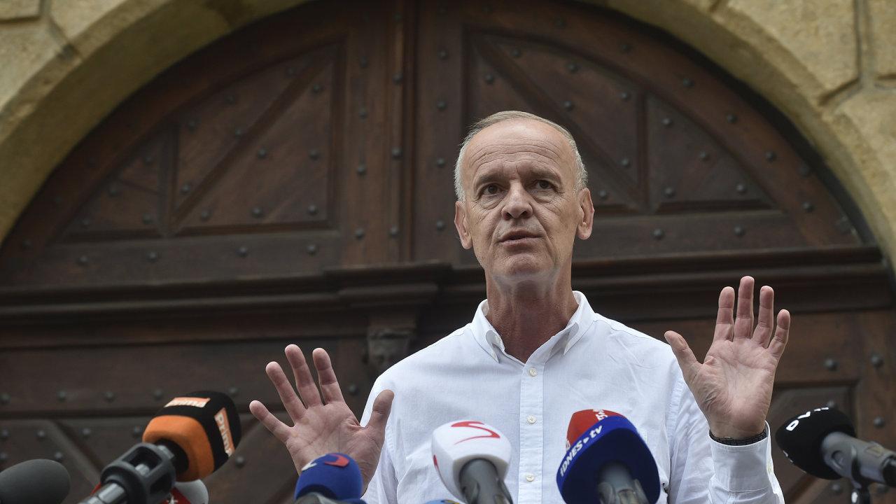 Většina z 60 rodin, které bydlí v domech zkrachovalého H-Systemu v Horoměřicích, se dohodla s konkurzním správcem Josefem Monsportem, že si své byty odkoupí.