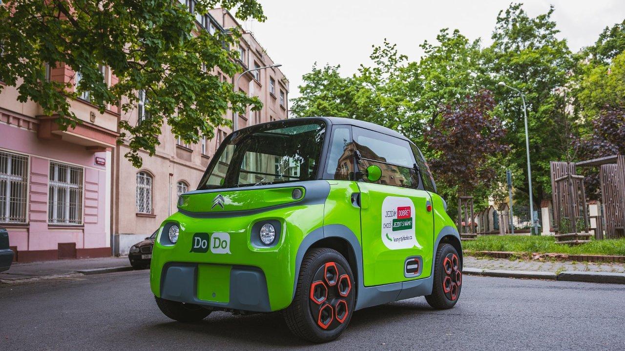 Elektrické vozidlo Citroën Ami ve zkušební rozvážkovém provozu..