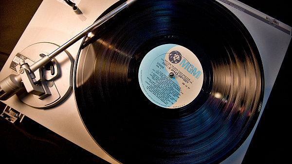 Vloni se v Česku 7 procent všech fyzických nahrávek prodalo na vinylech.