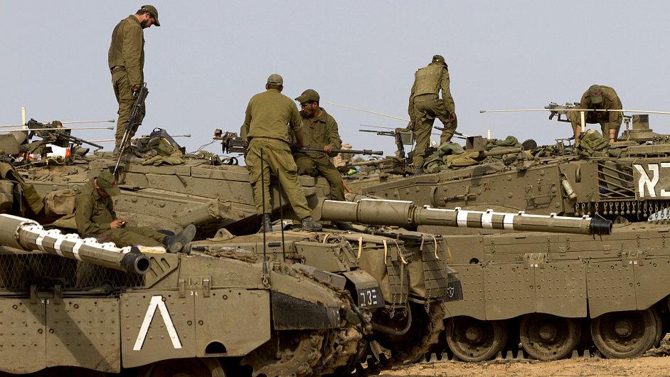Izraelští vojáci poblíž hranice pásma Gazy