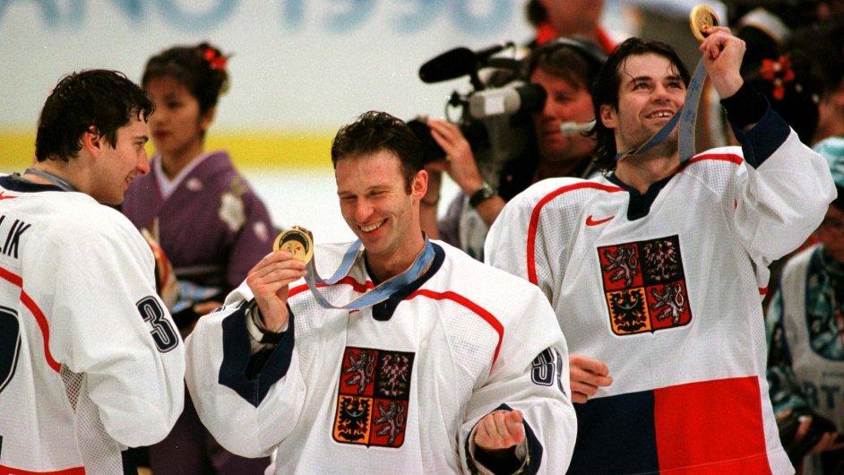 Domink Hašek a Robert Lang po triumfu na ZOH 1998 v Naganu
