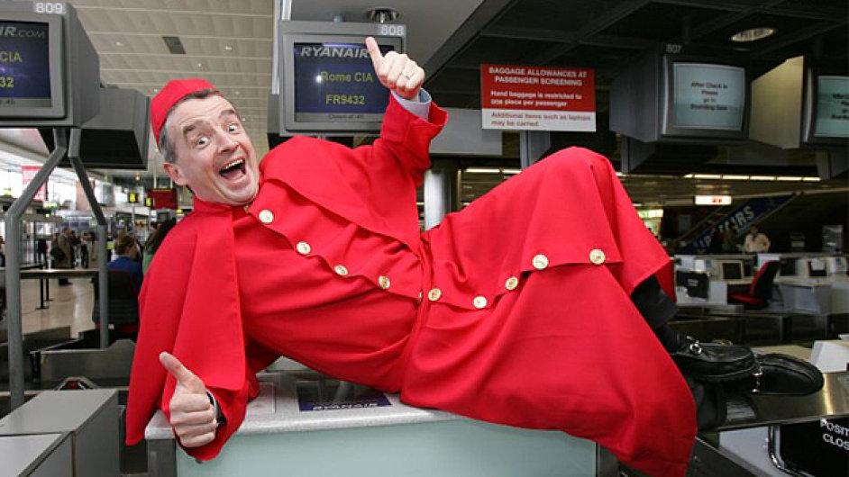 Šéf Ryanairu Michael O´Leary je ochoten udělat na veřejnosti takřka cokoliv. Zkuste to pak vysvětlovat novinářům.