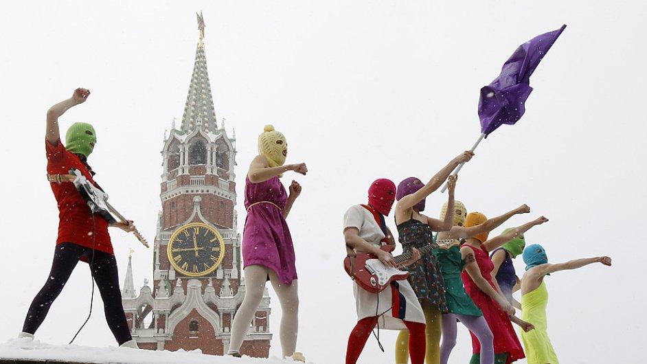 Pussy Riot v akci - která z nich je odsouzená Naděžda?