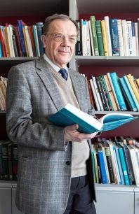 Profesor Jan Holčík