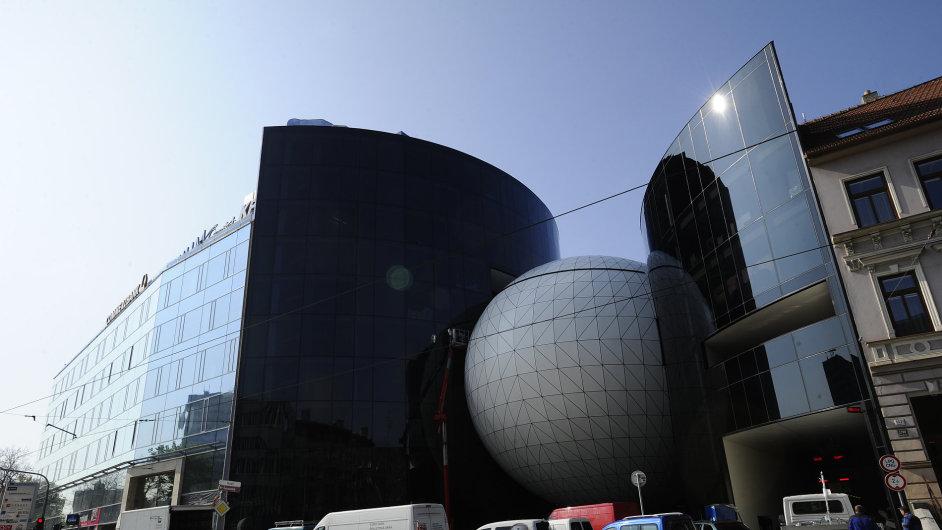Pod obří betonovou kopulí se skrývá nejmodernější koncertní sál v Brně pro 600 návštevníků.