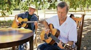 Eric Clapton se sv�m vzorem J. J. Calem (vlevo) roku 2006 nato�il album The Road To Escondido.