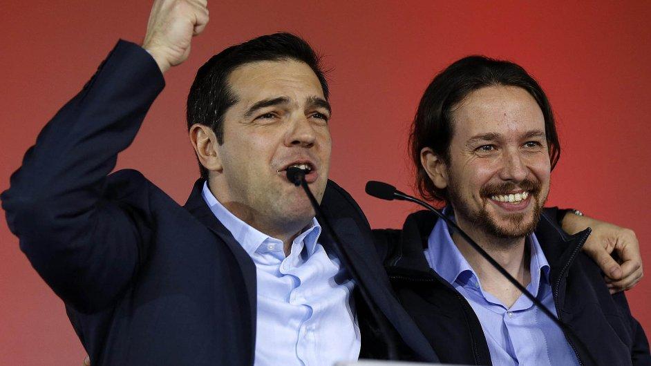 Nový řecký premiér Alexis Tsipras a Pablo Iglesias (vpravo)