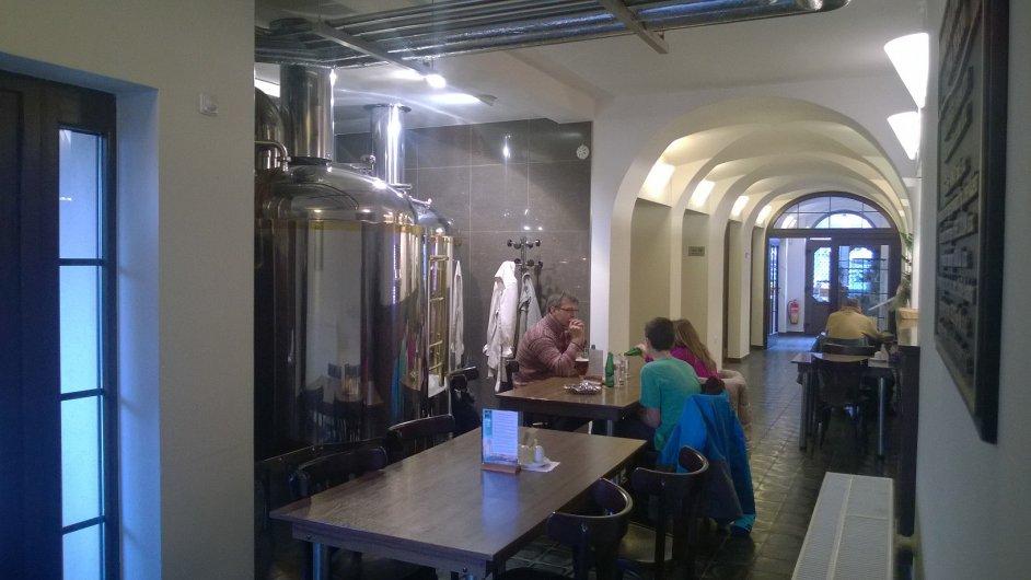 Sterilnější prostředí restaurace Pivovaru Faltus vyváží skvělá kuchyně.