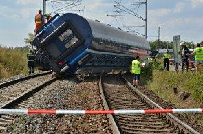 Nehoda se stala na trati z Hodonína přes Vrbovce do Nového Mesta nad Váhom - Ilustrační foto.
