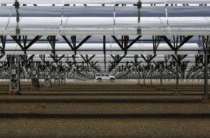 Nejv�t�� sol�rn� farma na sv�t� Andasol dok�e vyr�b�t elekt�inu a� sedm hodin po setm�n�