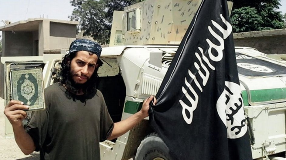 Abdelhamid Abaaoud, jeden ze strůjců pařížských útoků, na nedatovaném snímku Islámského státu.