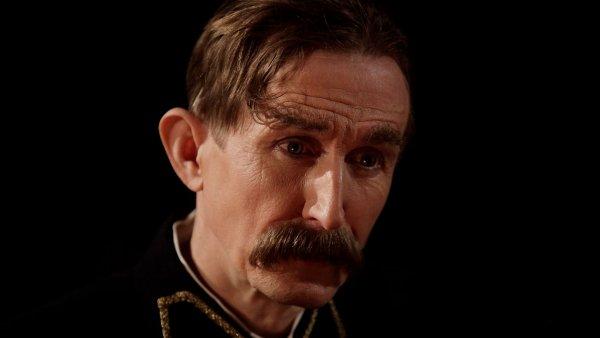 Vladim�r Javorsk� se v rom�nu Boh�ma p�edstav� jako Vlasta Burian