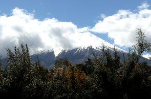 Vulk�n Osorno je zasn�enou perlou chilsk� krajiny. Svou siluetu v�ak odhal� jen m�lokdy
