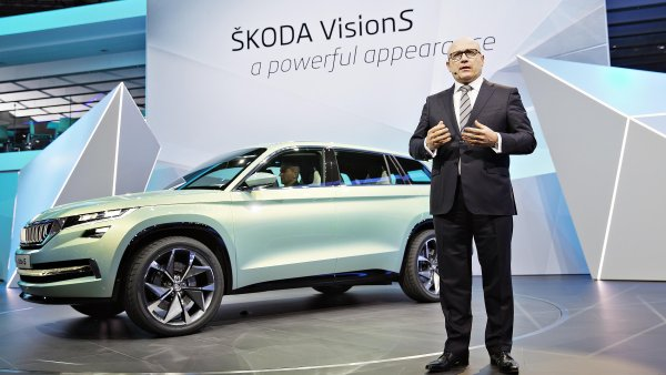 Šéf Škody Auto Bernhard Maier představil studii velkého SUV Škoda VisionS.