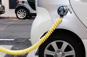 Loni v Česku přibylo o čtvrtinu méně elektromobilů. Čekalo se na vypsání dotací