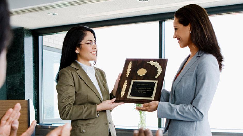 odmena a pochvala zamestnance