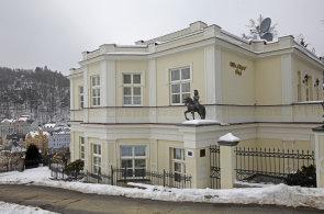 Polovinu domů v Karlových Varech vlastní občané bývalého SSSR. Podívejte se, které patří příbuzným prezidentů a které podnikatelům