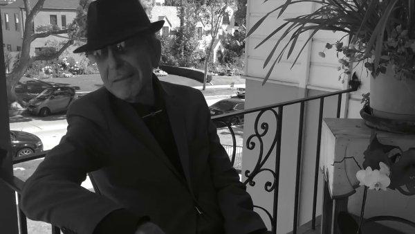 Snímek z posledního videoklipu Leonarda Cohena.