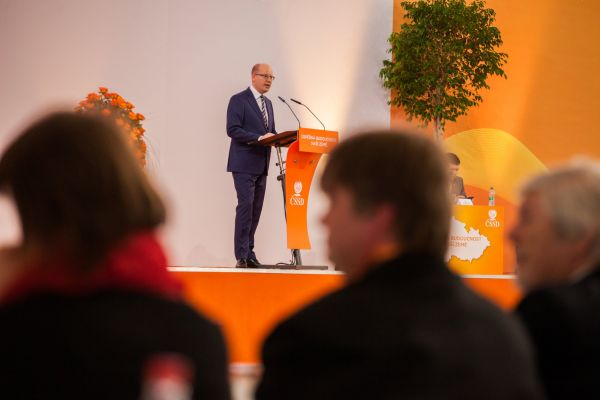Bohuslav Sobotka během projevu na sjezdu ČSSD v Brně.