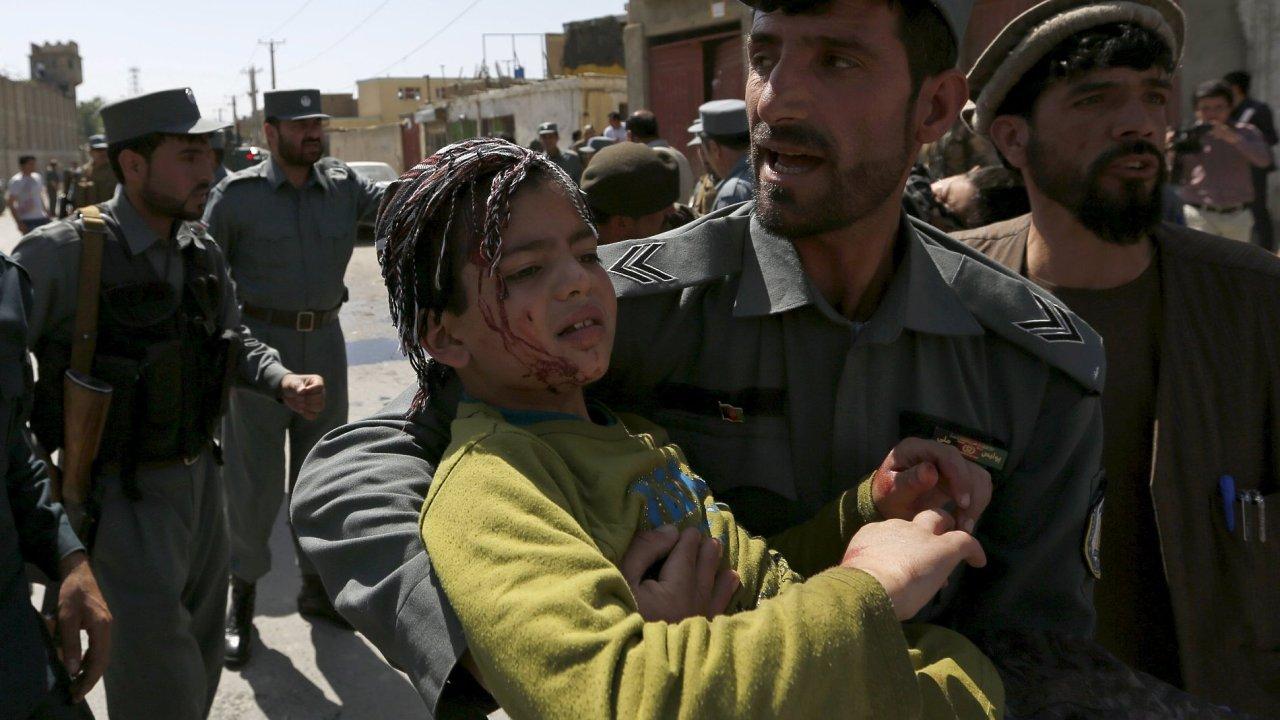 Sebevražedný atentátník zaútočil dnes ráno na kontrolním stanovišti u mezinárodního letiště v Kábulu.