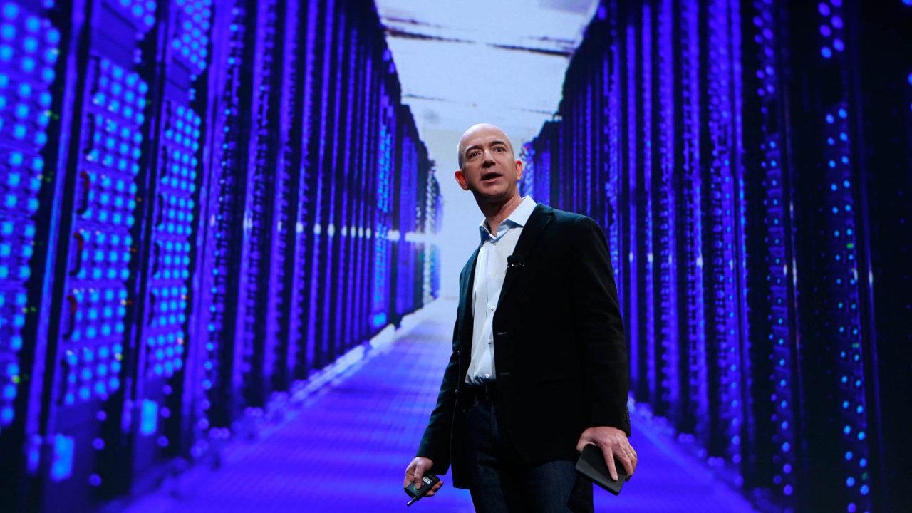 Zakladatel aspolumajitel firmy Amazon.com Jeff Bezos je nejbohatším člověkem světa.
