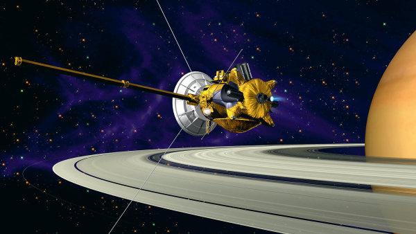 V atmosféře Saturnu skončila mise americké sondy Cassini, která od roku 2004 kroužila kolem této planety a zkoumala i její okolí.