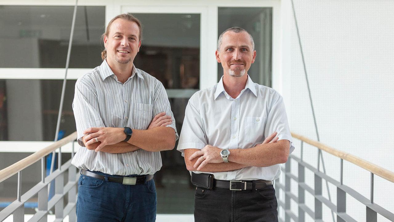 Vlevo Petr Švarc, specialista na big data, senior consultant, Sophia Solutions. Vpravo Pavel Pilař, team leader a managing consultant pro reporting a analýzy, Sophia Solutions.