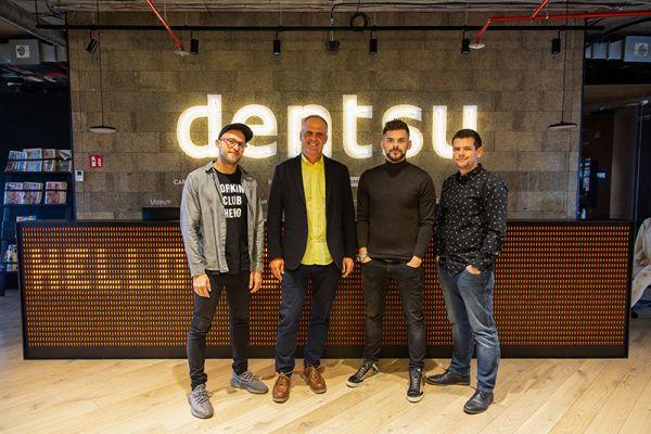 Zleva Pavel Flégl, generální ředitel Dentsu Aegis Petr Chajda, ředitel Adexpresu Jan Galgonek a Tomáš Kleňha