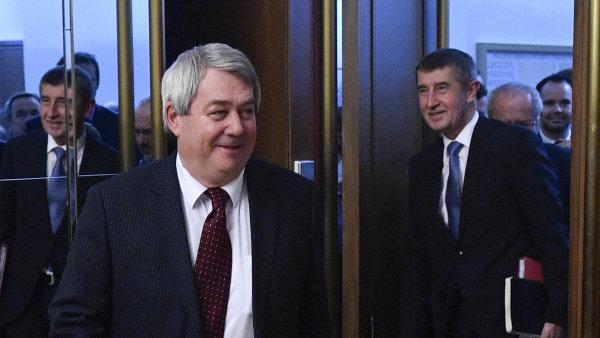 Babiš odmítá snížení schodku rozpočtu, je ochotný bavit se o sektorové dani a dani z hazardu, řekl po schůzce s premiérem šéf KSČM Filip. Znovu kritizoval Petříčka