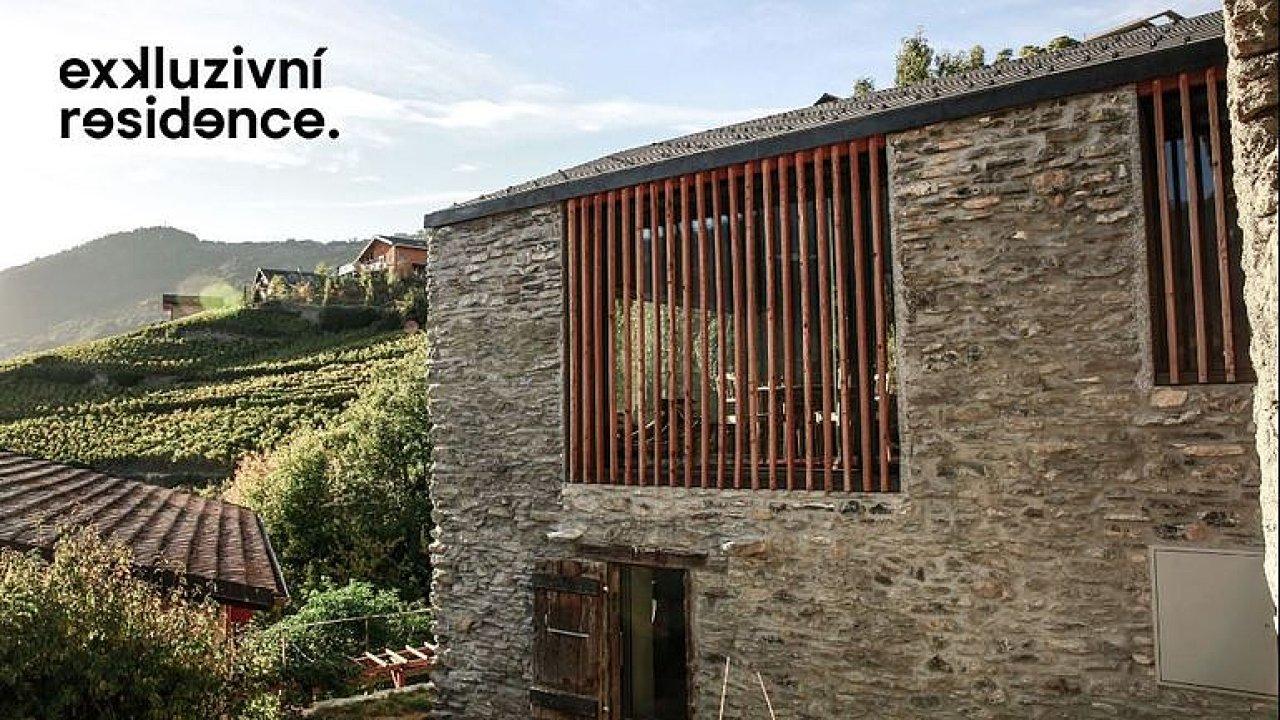 Jak bydlí moderní 30letá žena? Stodolu v srdci Alp si proměnila v rodinný dům.