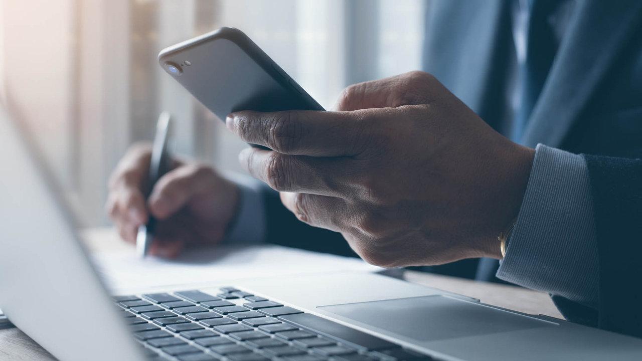 Nejhůře jsou na tom Češi, kde přístup k osobním údajům neodmítá až 67 procent uživatelů.