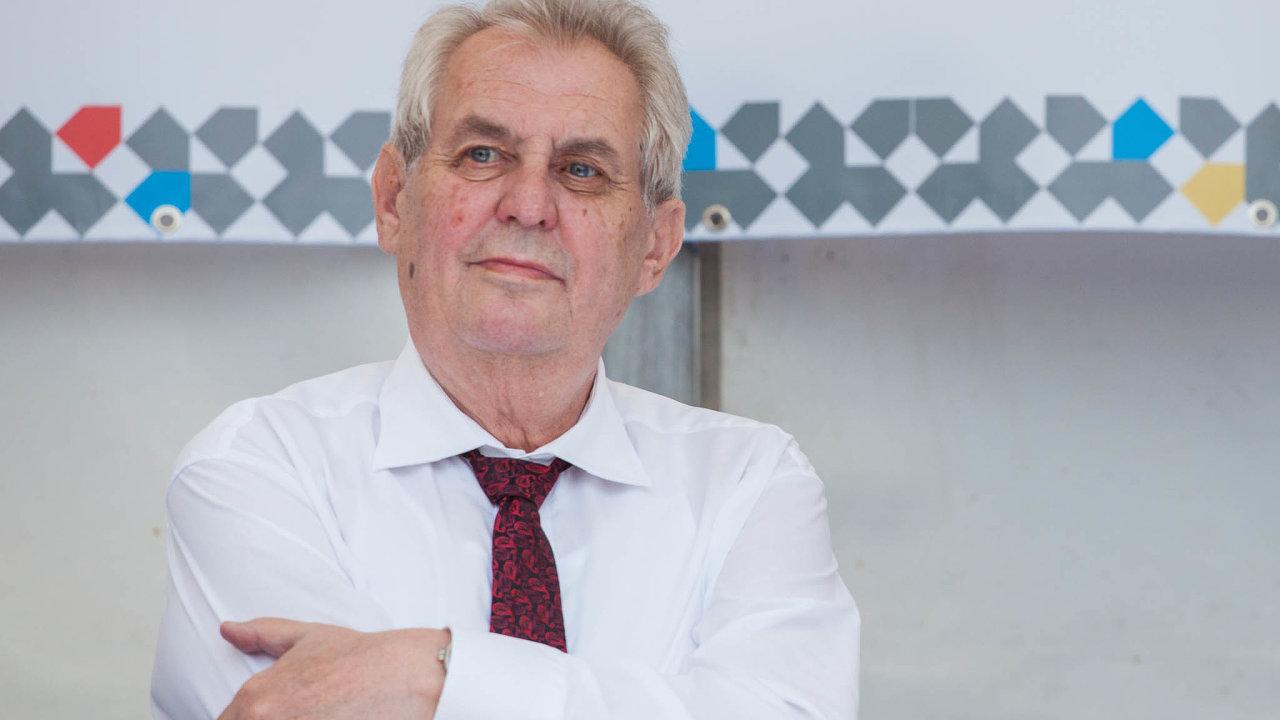 Zeman v televizi Barrandov řekl, že Šarapatku vyhodil pro neschopnost.