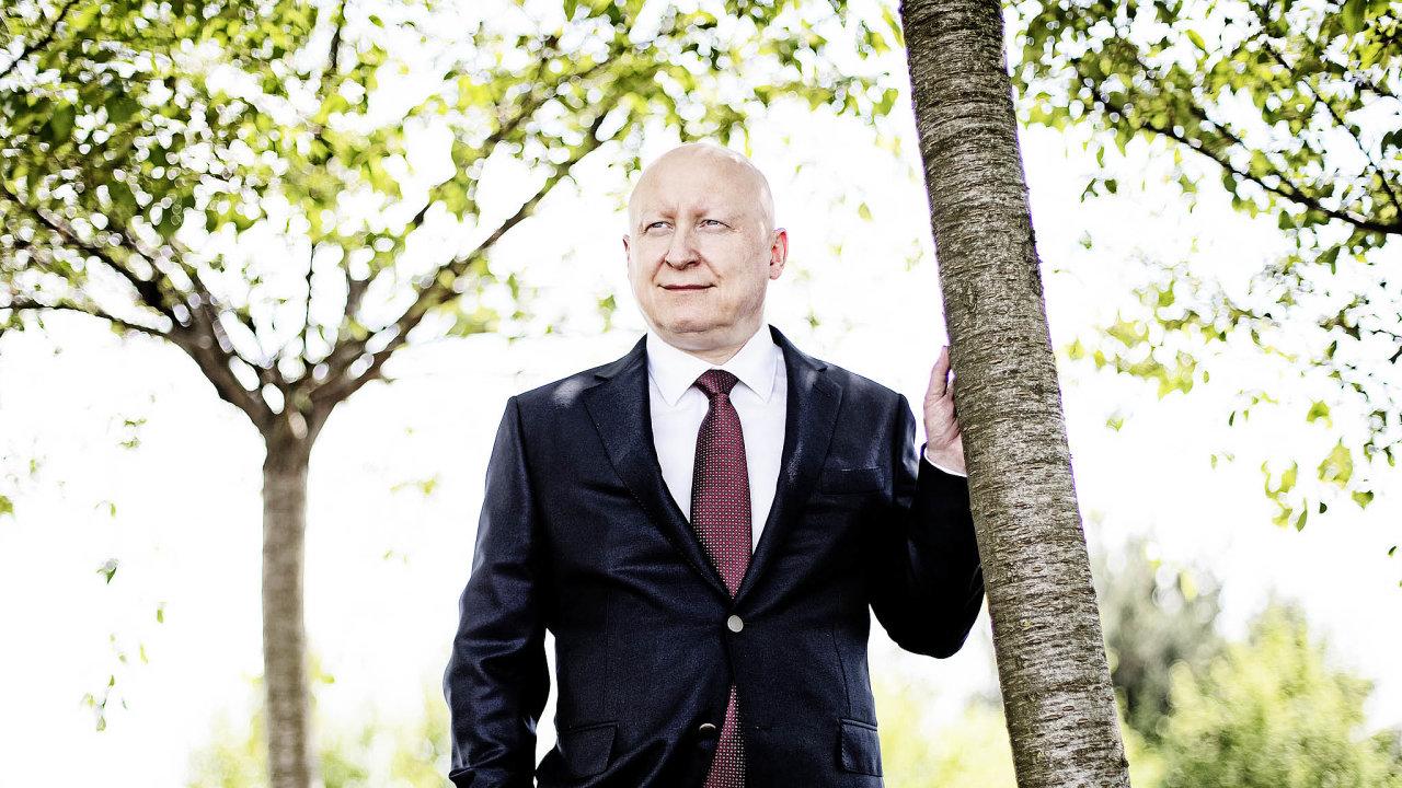 Daniel Beneš sepodvolil požadavku Andreje Babiše odejít zezahraničí ainvestovat doma. ČEZ plánuje vedle dříveavizovaného Bulharska prodat majetek ivRumunsku aTurecku.