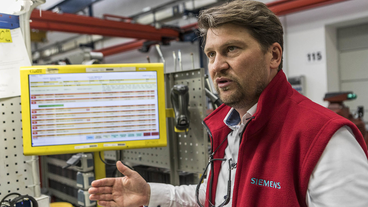 První dotyková obrazovka navýrobní lince se unás objevila již před deseti lety, říká ředitel závodu Siemens veFrenštátu pod Radhoštěm Roman Valný.