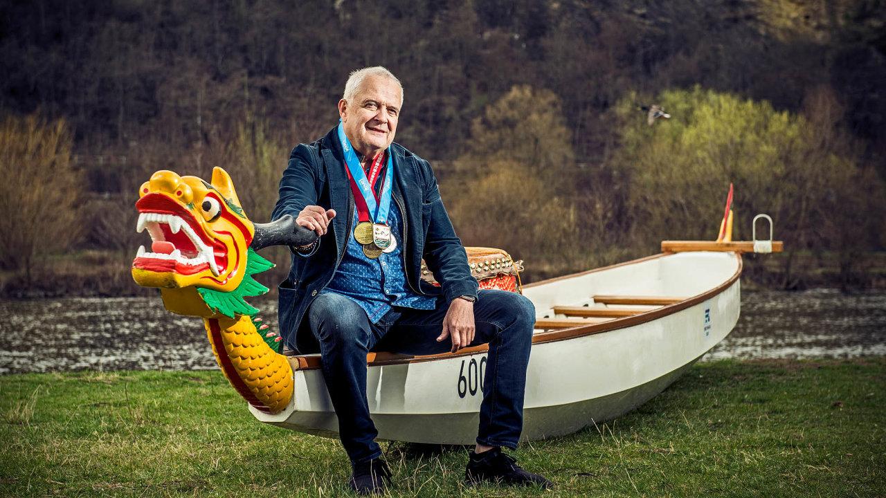Podnikatel azávodník nadračích lodích Ivo Skřenek. Vroce 2012 vyhrál mistrovství světa klubových posádek vHongkongu.