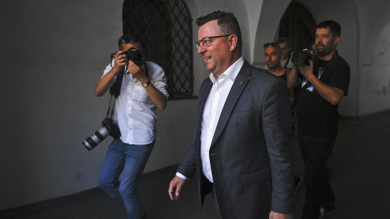 Ministr kultury Antonín Staněk přichází na jednání předsednictva ČSSD 15. července 2019 v Lidovém domě v Praze.