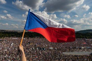 Fotograf Lukáš Bíba je nominovaný v kategorii Aktualita za zachycení demonstrace proti premiérovi Andreji Babišovi.