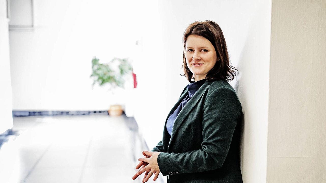 Čekání nazměny: Ministryně Jana Maláčová slibuje, že zákon, který zamezí zneužívání dávek, předloží vprosinci.