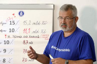 František Dobšík předsedá Českomoravskému odborovému svazu pracovníků školství od roku 2003.