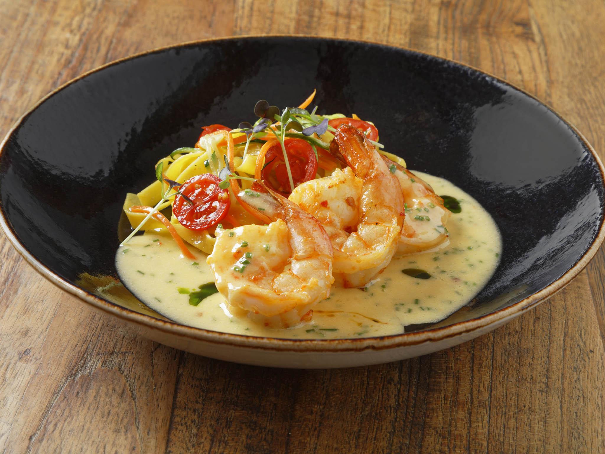 Tygří krevety s česnekovo-zázvorovým beurre blanc a těstovinami fettucine