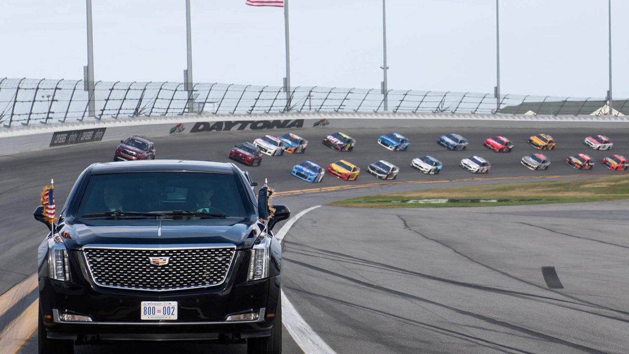 Donald Trump ve městě Daytona Beach na Floridě odstartoval jeden z nejvýznamnějších a nejsledovanějších amerických automobilových závodů série NASCAR.