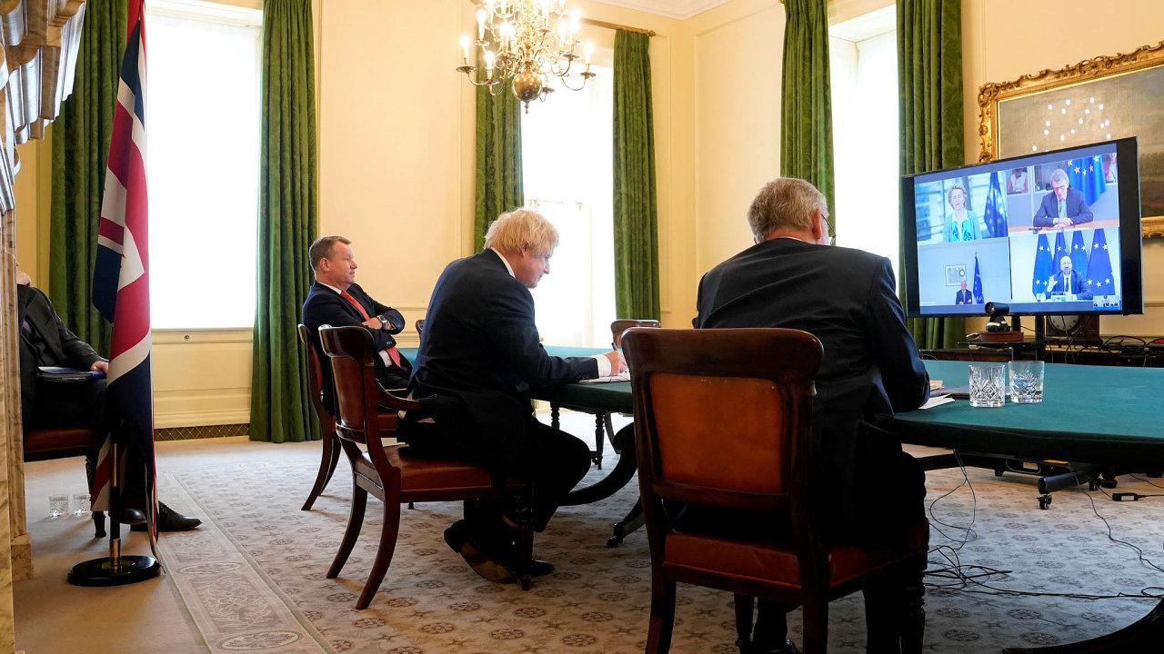 Videokonference lídrů unijních institucí sbritským premiérem Borisem Johnsonem.
