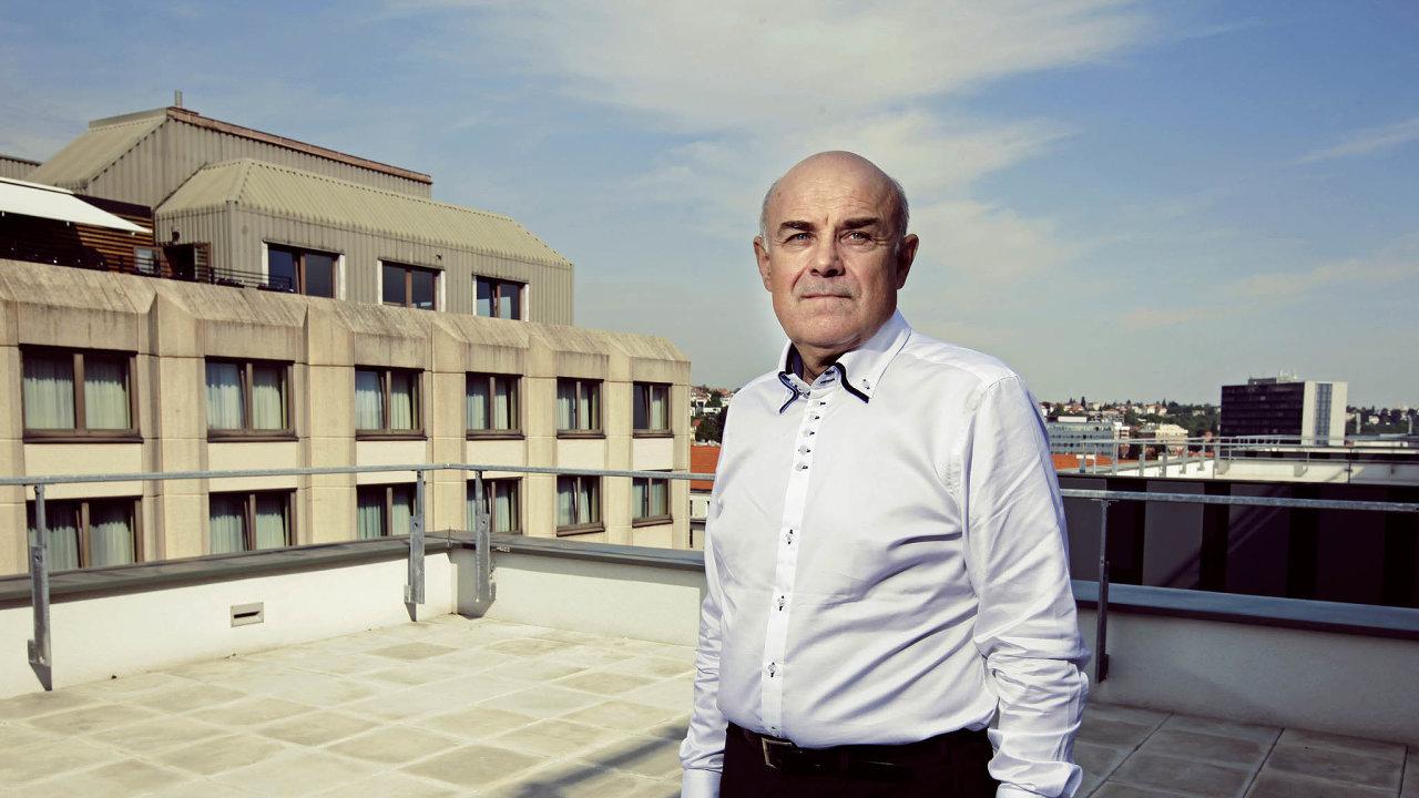 Probouzet nové směry. Ač je Vladimír Mařík expertem na robotiku a kybernetiku, pro Česko vidí více směrů, jimiž by se mělo po koronavirové krizi ubírat.