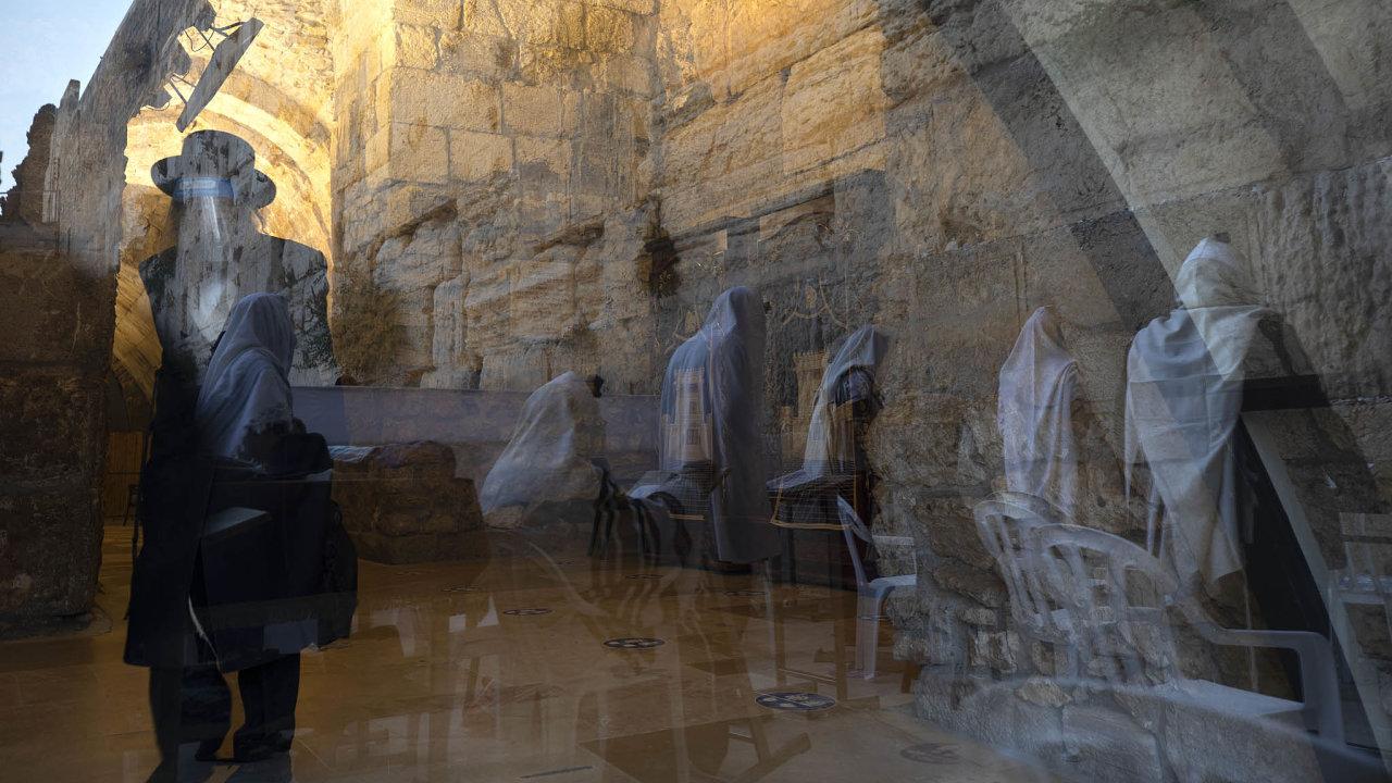 Izraelská vláda se knovým opatřením uchýlila kvůli strachu opřetížení zdravotního systému.