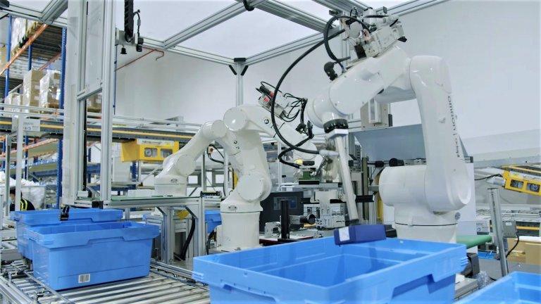 Red Lion je prvním skladem, který nabízí vlastní robotický štítkovací systém, který využívá technologii 3D-vision a tři robotická ramena.