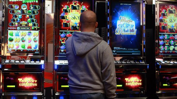 Příjmy z výherních automatů s novou legislativou klesají.