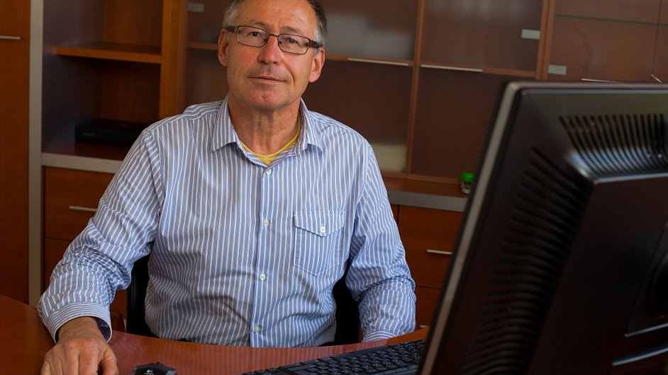 Zdeněk Hostomský, nový ředitel špičkového Ústavu organické chemie a biochemie