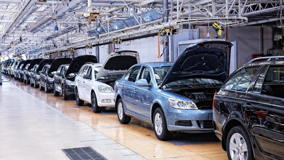 Českým automobilkám se v krizi daří líp než konkurenci