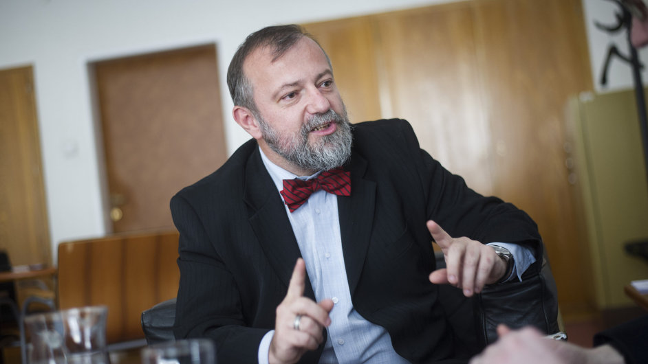 Ředitel zahraničního odboru prezidentské kanceláře Hynek Kmoníček.