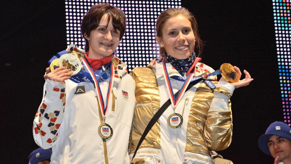 Martina Sáblíková (vlevo) a Eva Samková